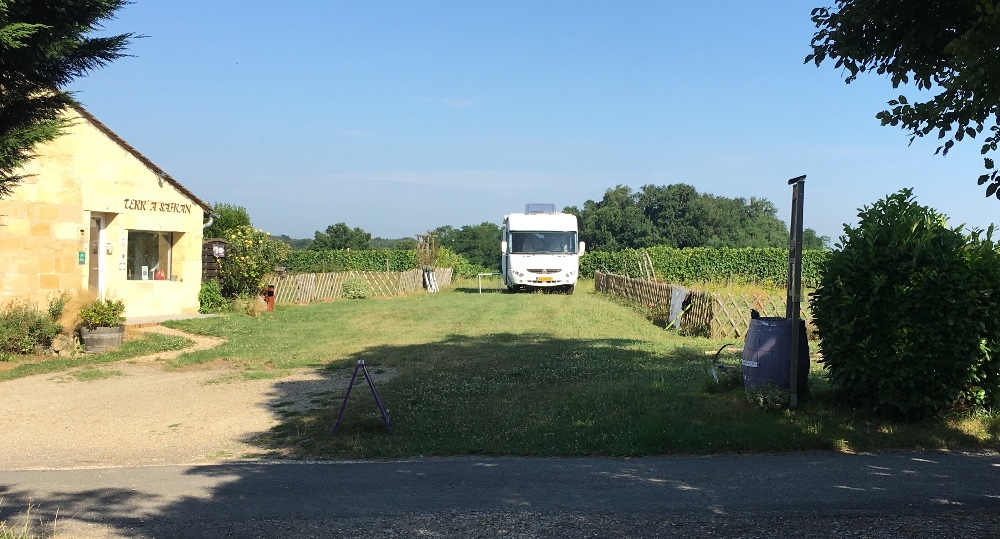 Aire camping-car à Nérigean (33750) - Photo 1